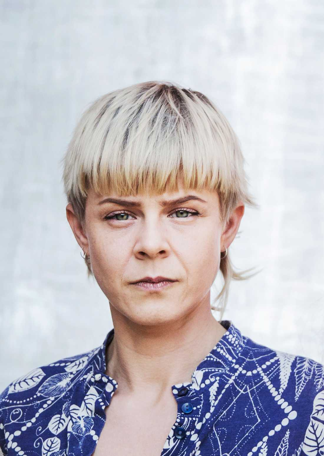 """Robyn. """"Jag känner igen henne. Eller är det en kille? Är det Robyn? Jaha hon hade väl en hitsingel. Hon ser sur ut"""". Foto: Ebba Olsson Wikdahl."""