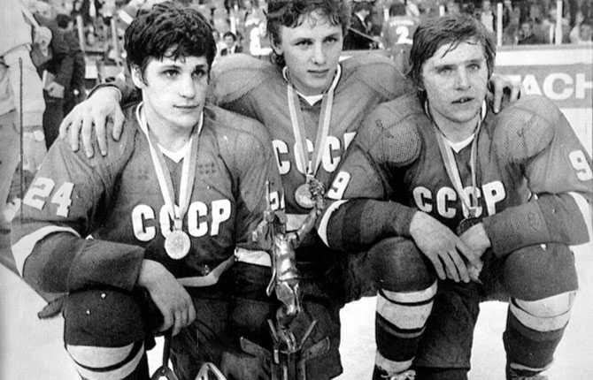 Ishockey-VM i München 1983. På bilden poserar Sergej Makarov, Igor Larionov och Vladimir Krutov med VM-bucklan.