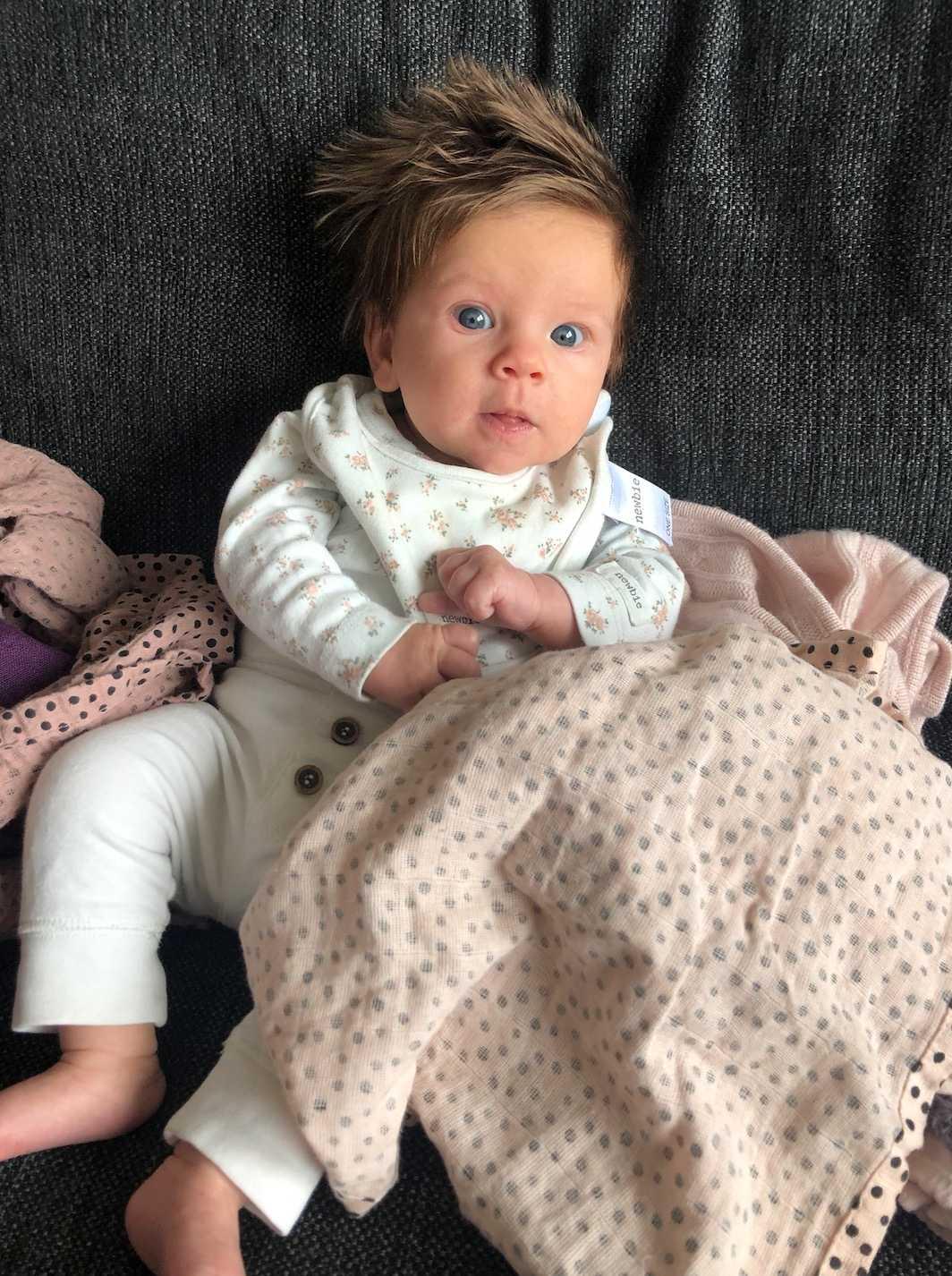 """""""Här har vi våran lilla Molly på snart 3 månader! Hon har lätt för skratt och är världens skönaste tjej"""", säger mamman Sara Stenvall."""