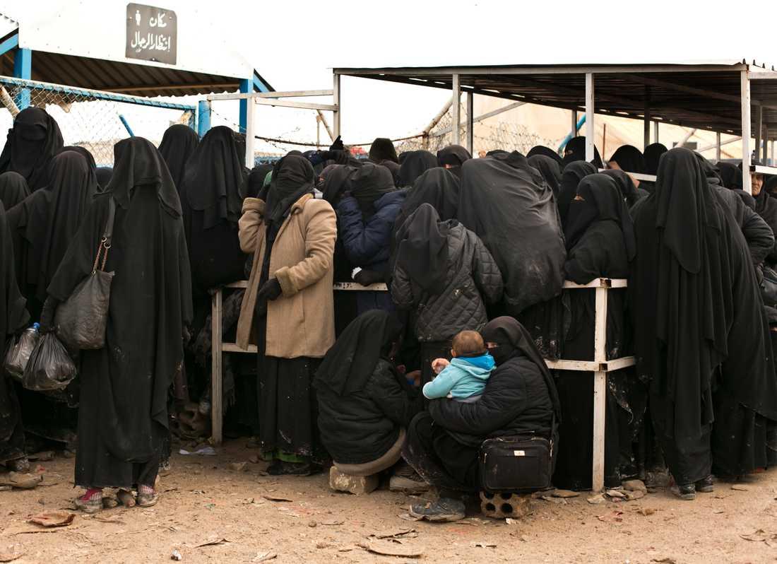 Många barn med anknytning till Sverige kan befinna sig i flyktinglägret al-Hol. Arkivbild.