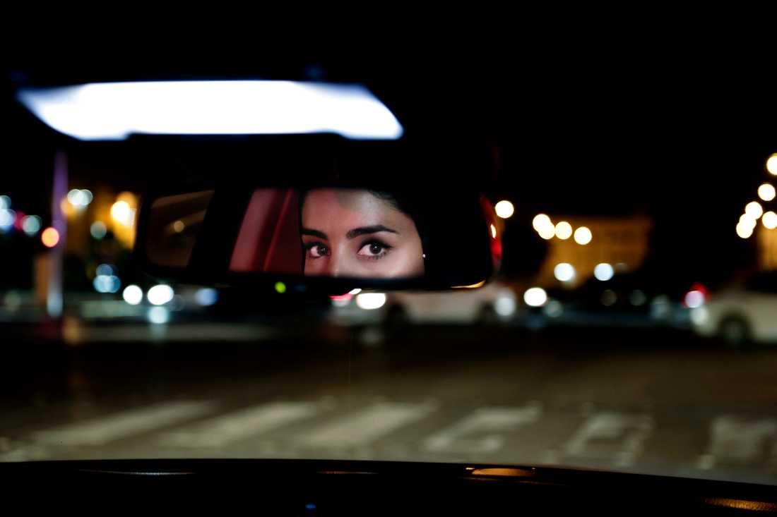 Förra året blev Saudiarabien världens sista land att tillåta kvinnor att köra bil. På bilden Hessah al-Ajaji efter att förbudet slopats. Arkivbild.
