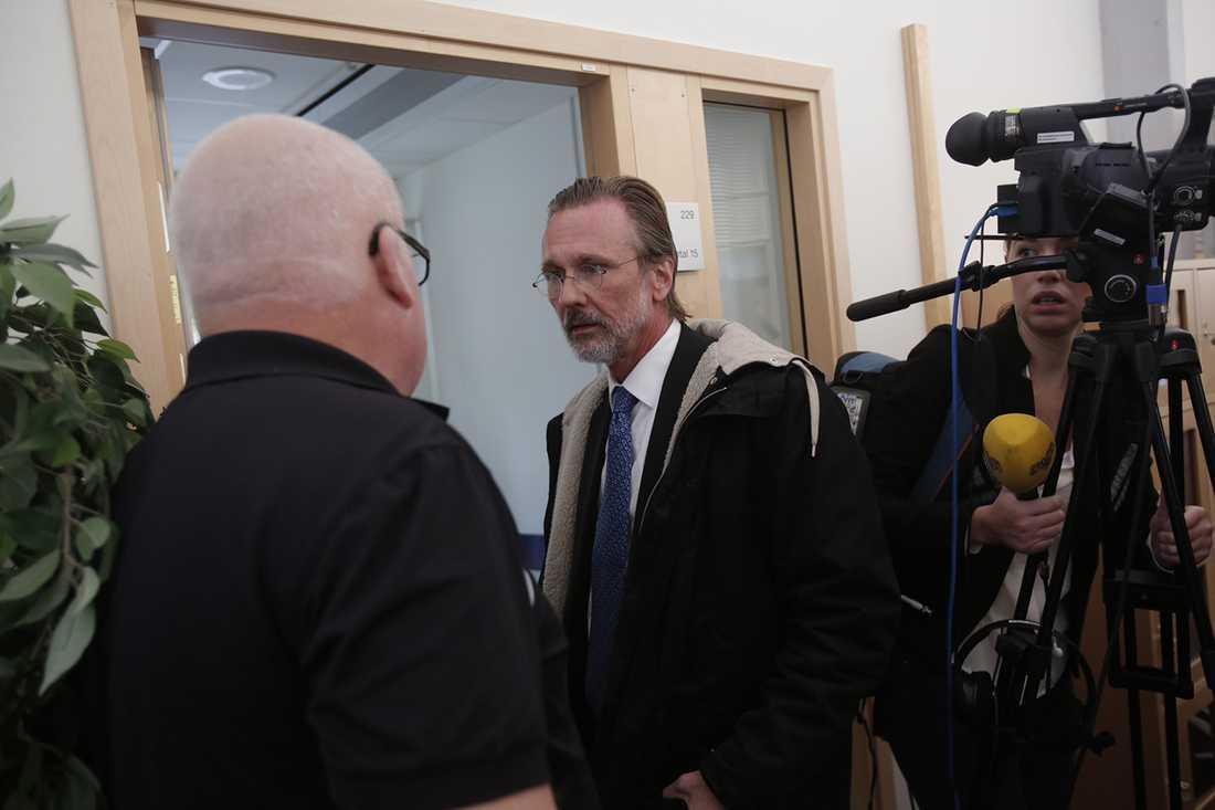 Bergwall med sin advokat Thomas Olsson.