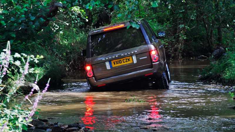 Än i dag sätter Range Rover stor vikt vid att poängtera hur bra deras bilar är i terrängen. Foto: Johannes Collin