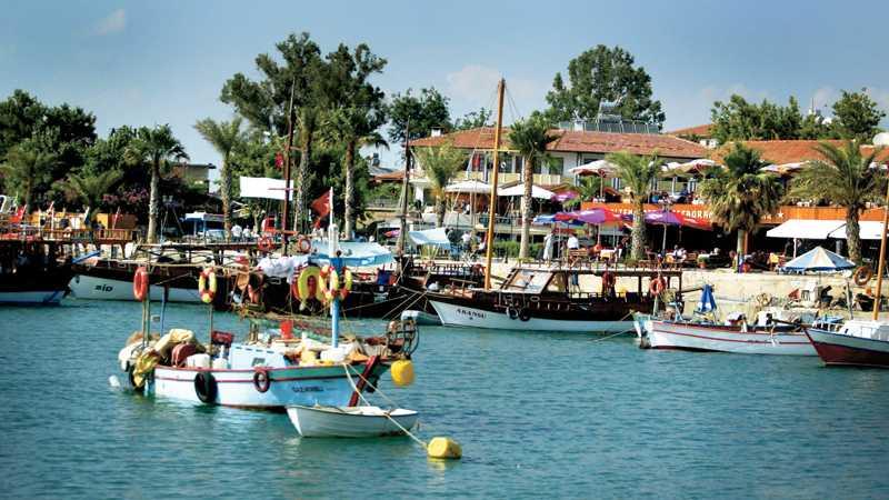 Side är en av de absolut populäraste turistorterna i Turkiet. Hit kan du resa fördelaktigt med all inclusive.