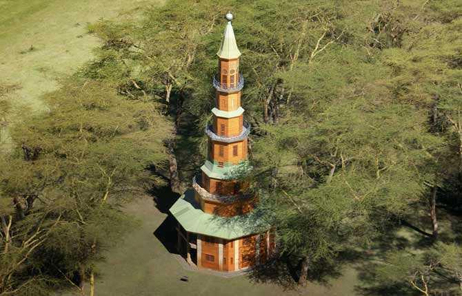 HIPPO POINT Invid Lake Naivasha National Park i Kenya ligger detta vildmarkshotell, vars nio våningar höga torn rymmer fyra exklusiva dubbelrum och bjuder sina gäster på hisnande vyer och möjlighet att studera flodhästar från fågelperspektiv. Prisläge: över 550 euro/natt. www.hippo-pointkenya.com