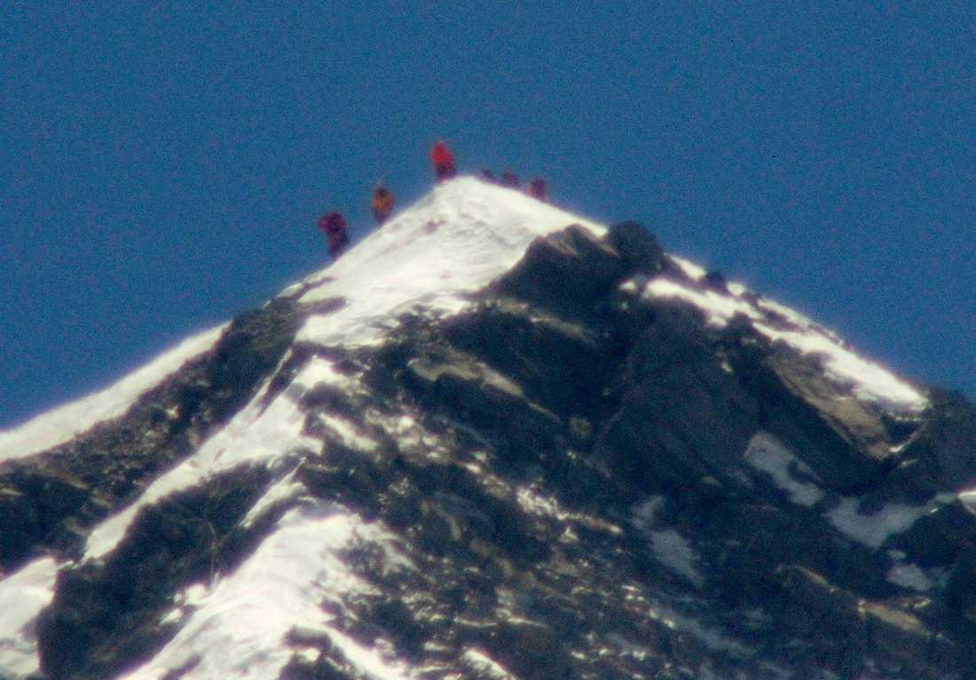 VÄRLDENS HÖGSTA PUNKT Högsta toppen på Mount Everest i Himalaya når 8848 meter över havet.