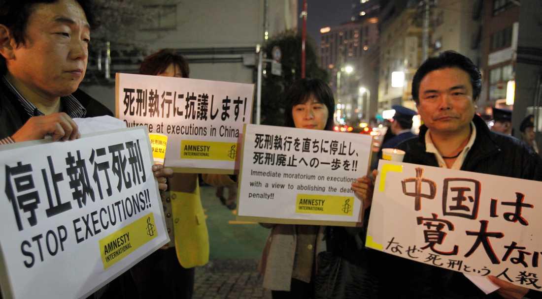 Demonstrationer mot dödsstraff utanför Kinas ambassad i Japans huvudstad Tokyo. Arkivbild.