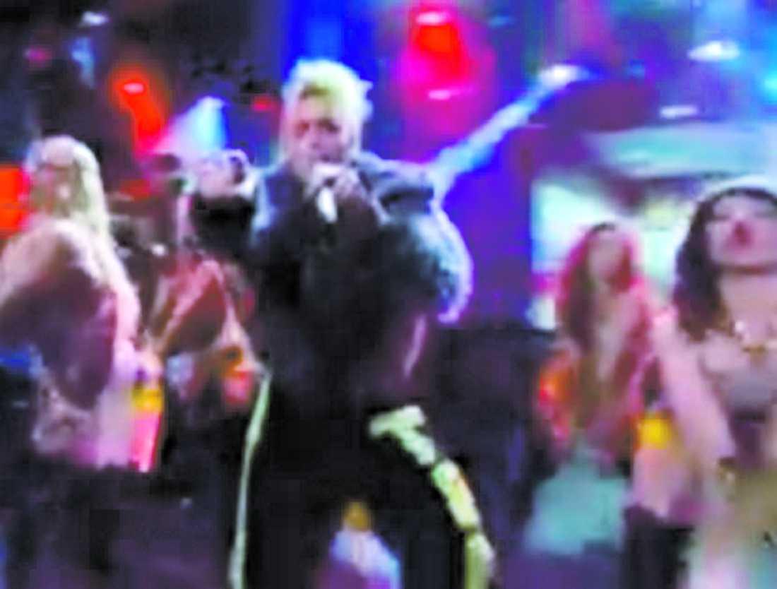 """""""Tingeling"""" med gruppen Grotesco får hård kritik av Ryssland – men här i Sverige är den till och med större än Melodifestivalvinnaren. Nu ska gruppen släppa ett album, fullt med öststatskitch."""