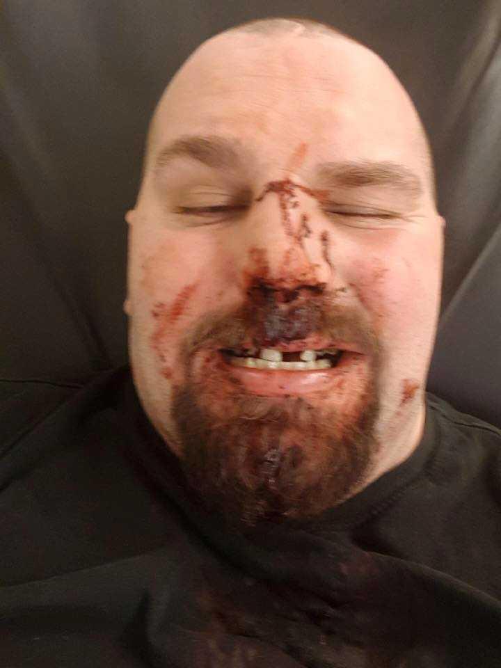 Mikael misshandlades när han försökte hjälpa en busschaufför.
