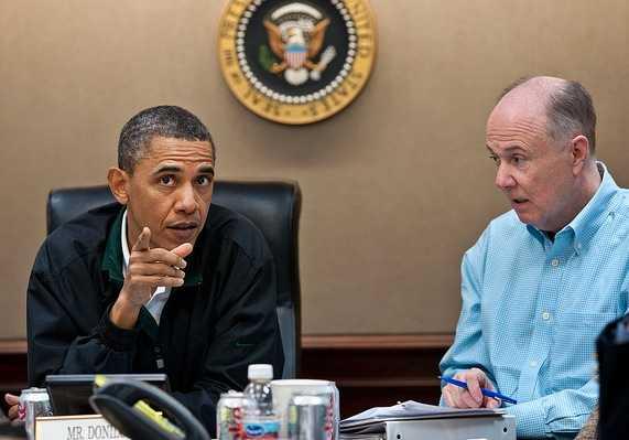 President Obama och den nationella säkerhetsrådgivaren Tom Donilon i samband med bin Ladin-räden.