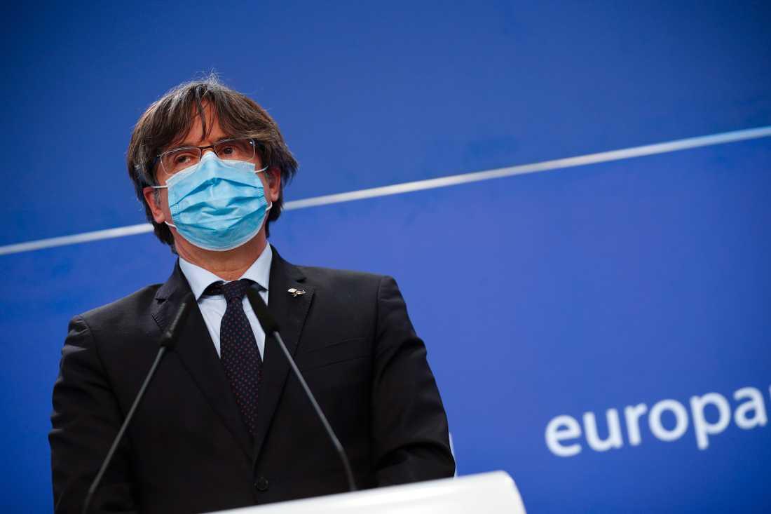 Katalanske EU-parlamentsledamoten Carles Puigdemont håller presskonferens efter att ha förlorat sin åtalsimmunitet.