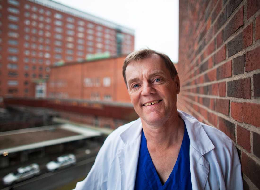 Jonas Hugosson, professor i urologi vid Sahlgrenska akademin förordar inte screening för prostatacancer i dagsläget.