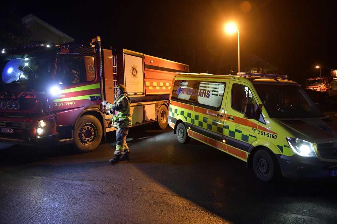Elva enheter från räddningstjänsten kämpade med att bekämpa branden.