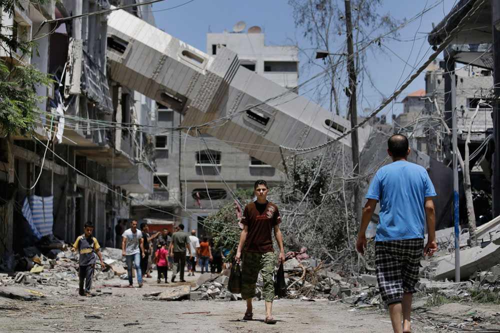 På onsdagen attackeras ytterligare ett dussintal mål med påstådd Hamasanknytning. Dödssiffran på den palestinska sidan överstiger nu 1 300. På eftermiddagen fattar den israeliska armén beslut om ett fyra timmar långt eldupphör i Gaza.