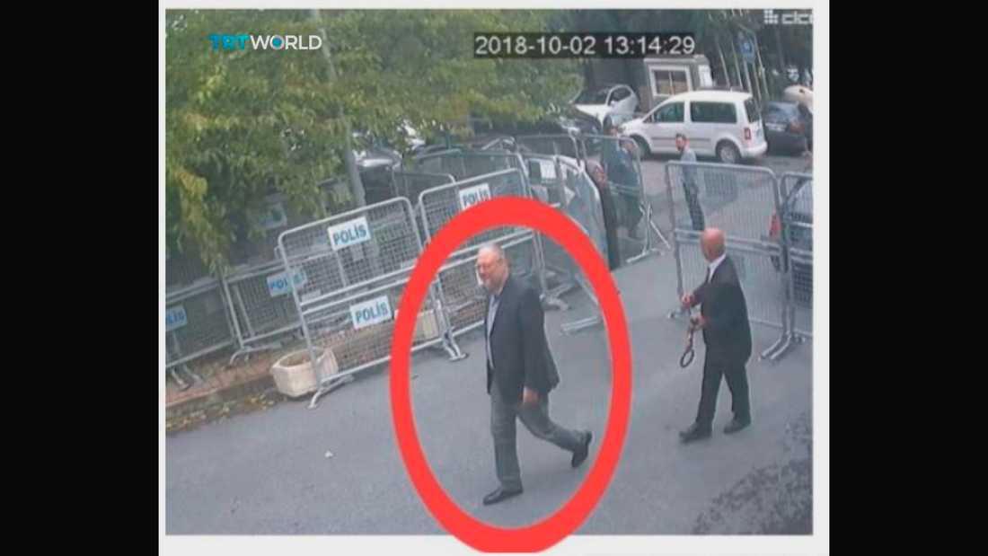Bilder från en övervakningskamera som påstås visa hur Jamal Khashoggi går mot Saudiarabiens konsultat, där han senare försvann.