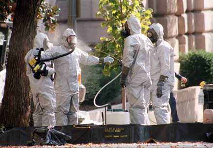 Fem personer dog i attackerna 2001.