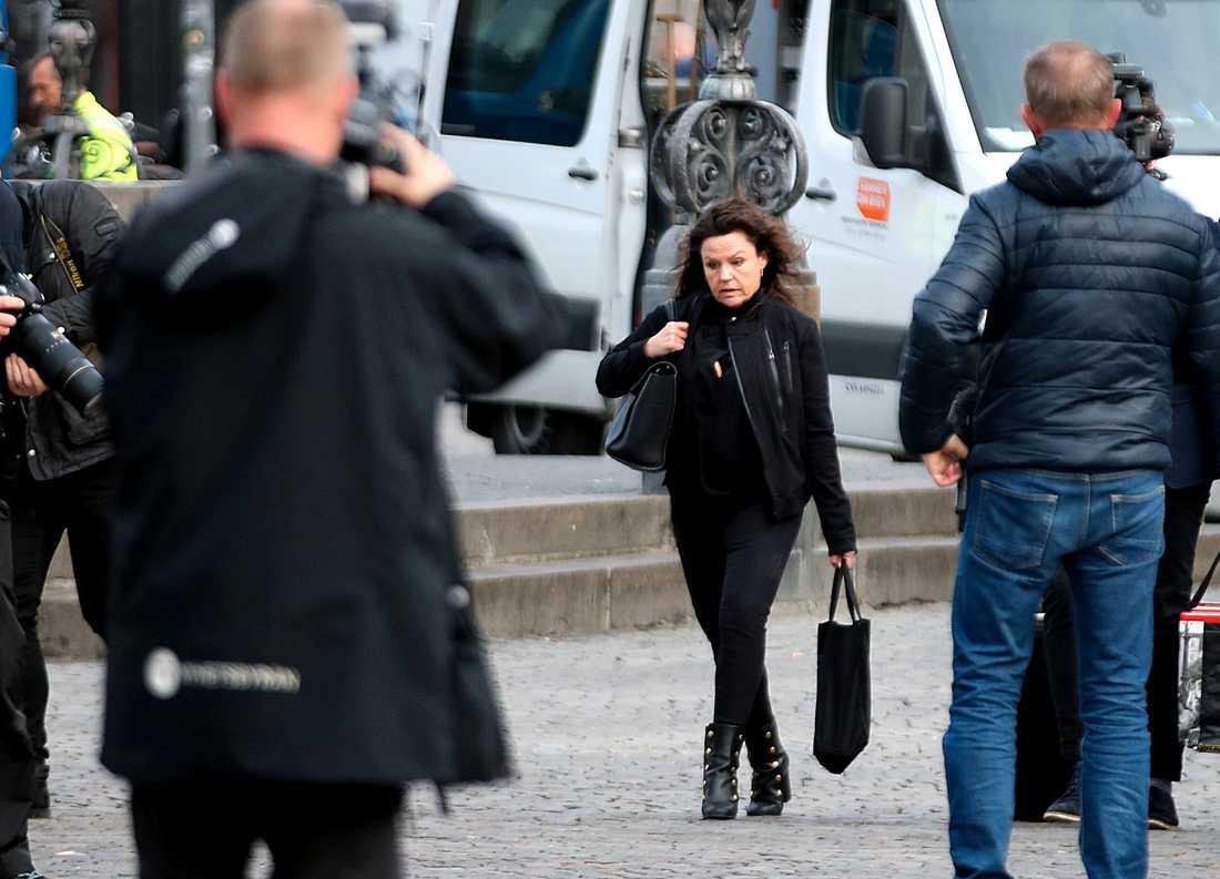 Peter Madsens advokat Betina Hald Engmark anländer till Köpenhamns byret, där rättegången mot den mordmisstänkte Peter Madsen.
