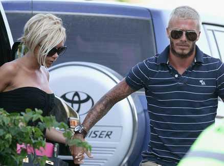 VITT OCH SVART David Beckham i sin nya look, här med frugan Victoria.