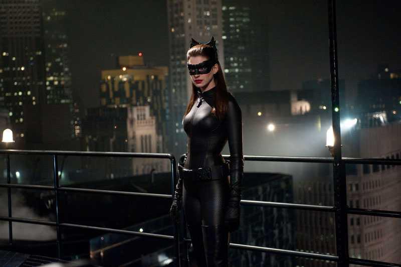"""""""Anne Hathaway är den bästa Catwoman någonsin"""", skriver Nöjesbladets recensent Jens Peterson."""