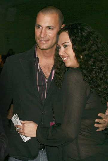 Top Model-favoriten Nigel Barker fotades tillsammans med ett fan.