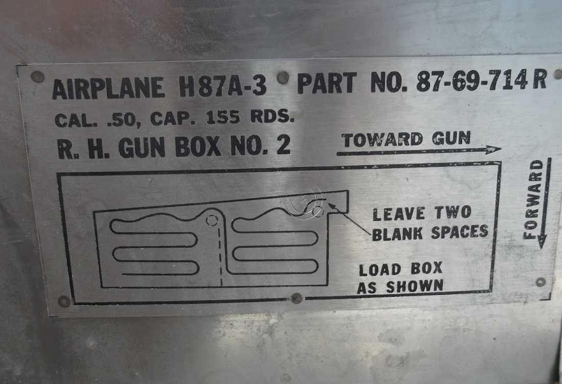 Vapenladdarmanualen på flygplanet.