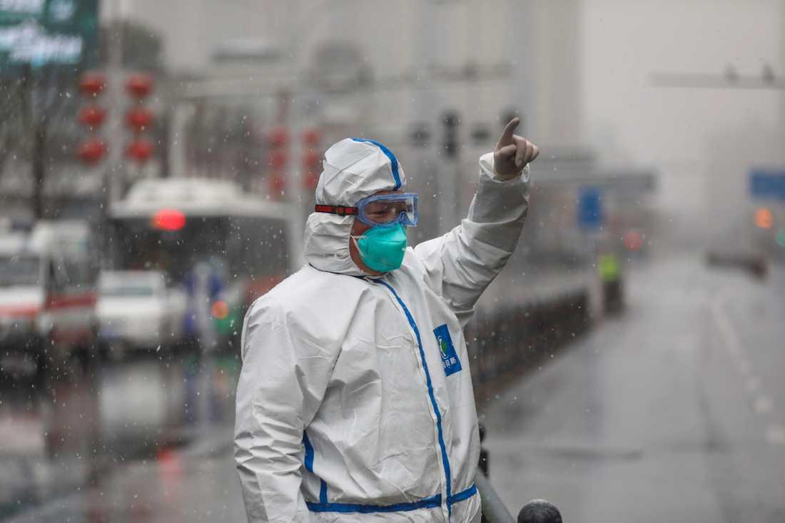 Kinesiska myndigheter har annonserat nya åtgärder för att bromsa spridningen av coronaviruset.