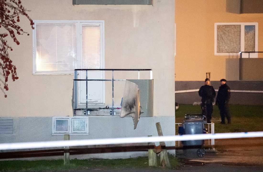 Smällen inträffade vid en balkong.