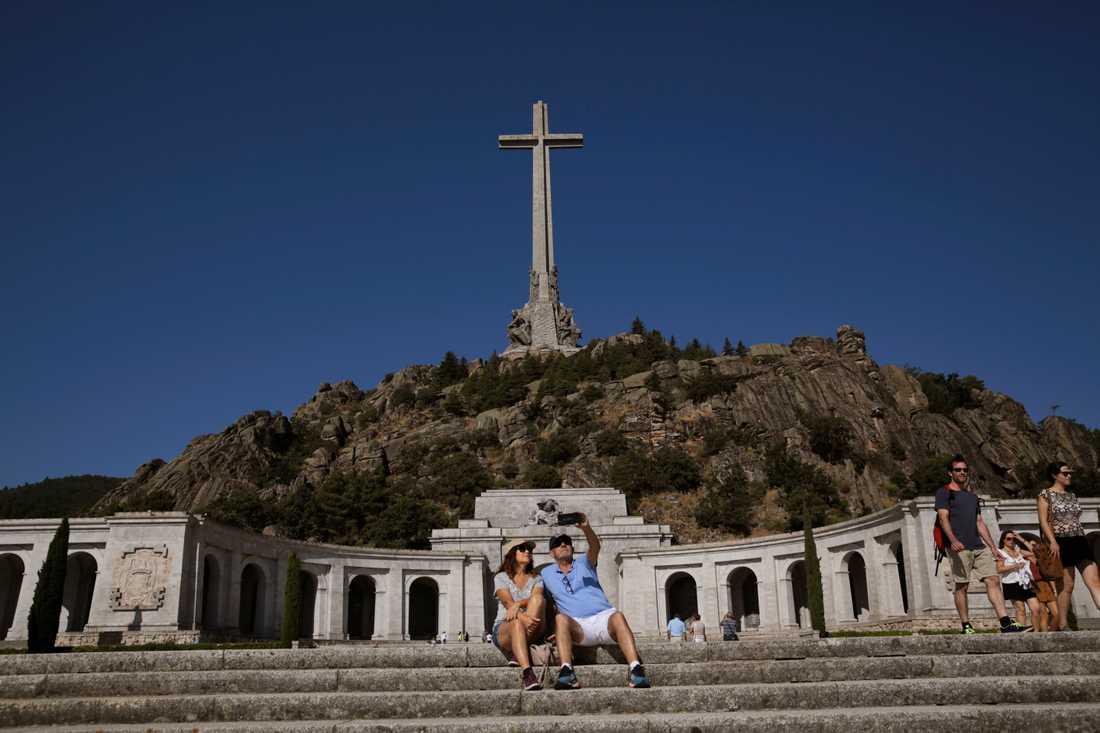 Spanska parlamentet har godkänt regeringens dekret om att flytta diktatorn Francisco Francos kvarlevor från De stupades dal. Arkivbild