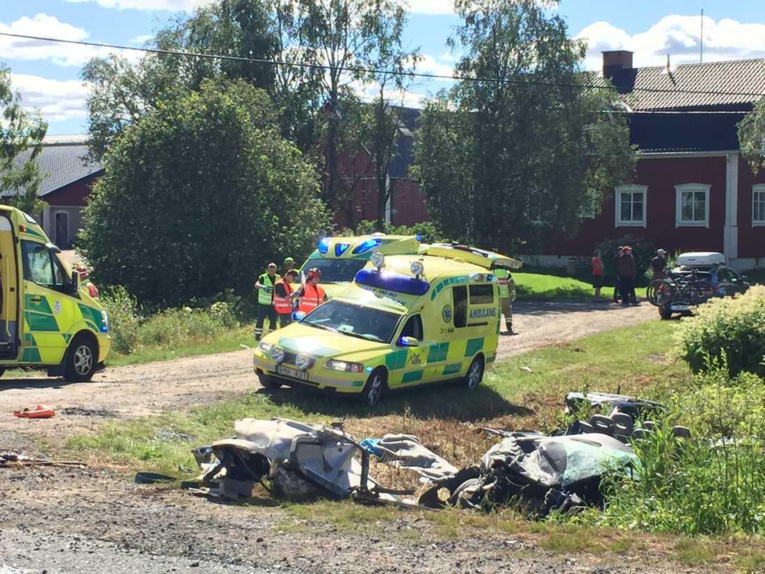 Bilder från olyckan utanför Haparanda tagna av SVT. En man dog av sina skador.