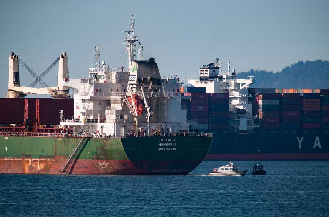 Fraktfartyg ligger för ankar utanför Vancouver till följd av blockaderna. Bilden är tagen i torsdags.