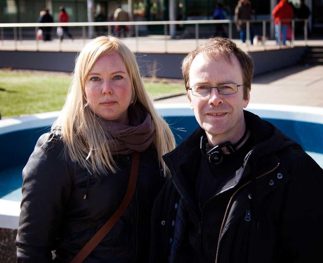 Aftonbladets reporter Linda Hjertén och fotograf Thomas Johansson på plats.