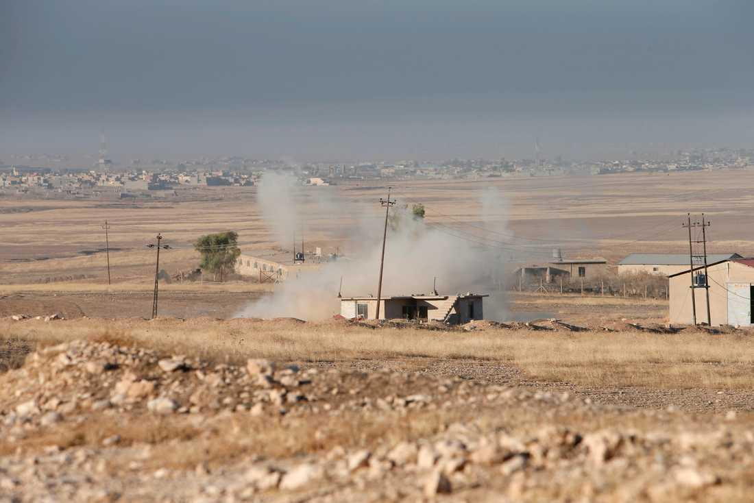 Rök syns utanför Mosul.