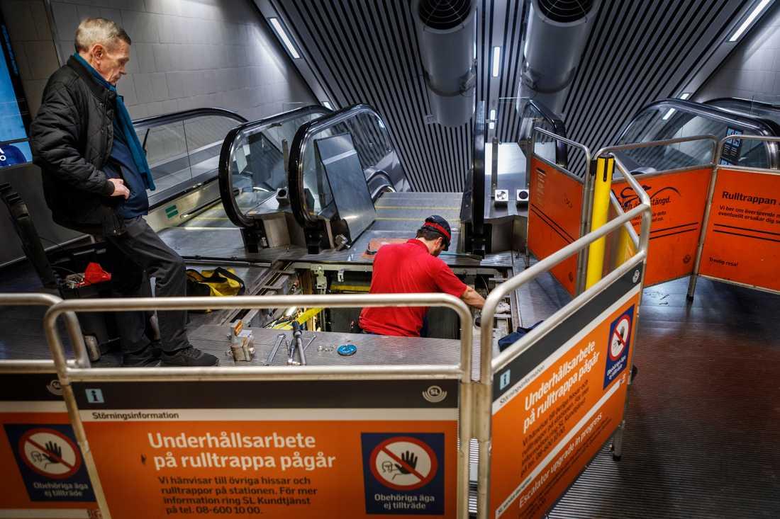 Stopp igen i rulltrappan vid stationen Stockholm City. Rulltrapporna från Otis har drabbats av mängder av fel ända sedan invigningen 2017. Enligt SL trasslar det någonstans varje dag.