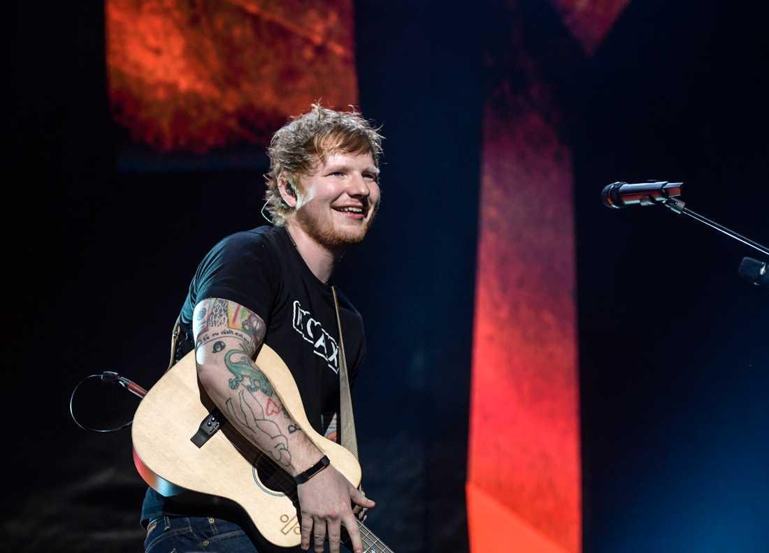 """""""Tänker på Manchester i dag"""", twittrar Ed Sheeran."""