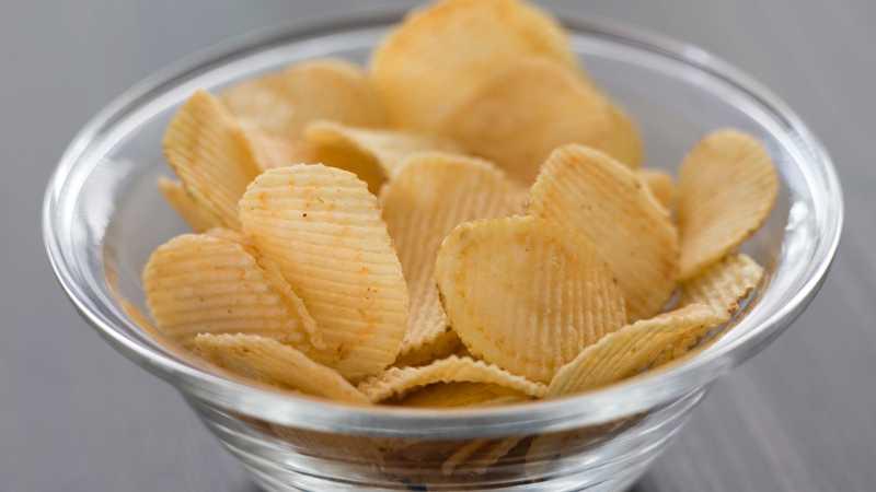 Akrylamid, som finns i chips, har inget samband med äggstockscancer, enligt en ny studie.