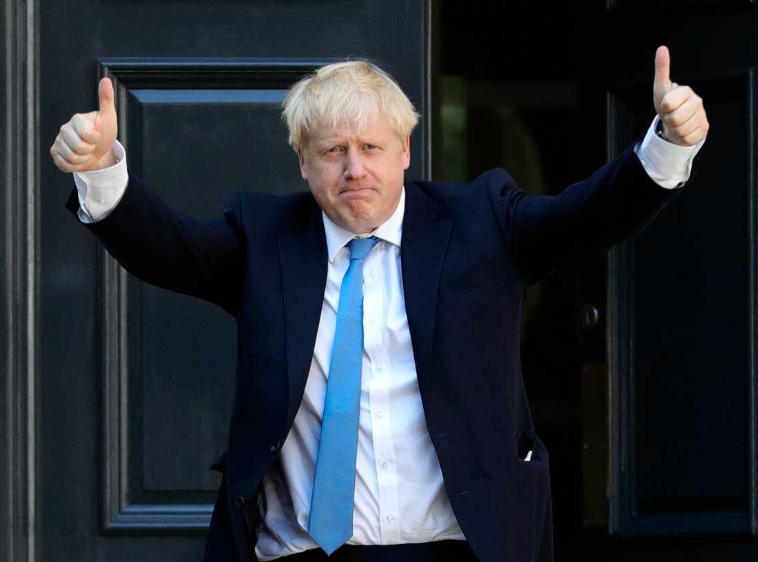 Boris Johnson med båda tummarna i vädret.