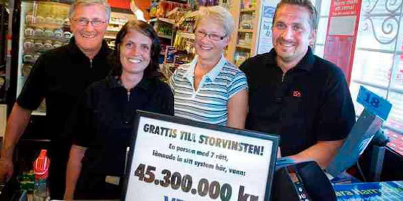 Personalen hos Ica Nära Bygdeå när vinsten inträffade.