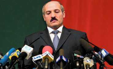 EUROPAS SISTE DIKTATOR Vitrysslands Alexander Lukasjenko klamrar sig fast vid makten. I morgon är det val och valfusket är redan i gång.