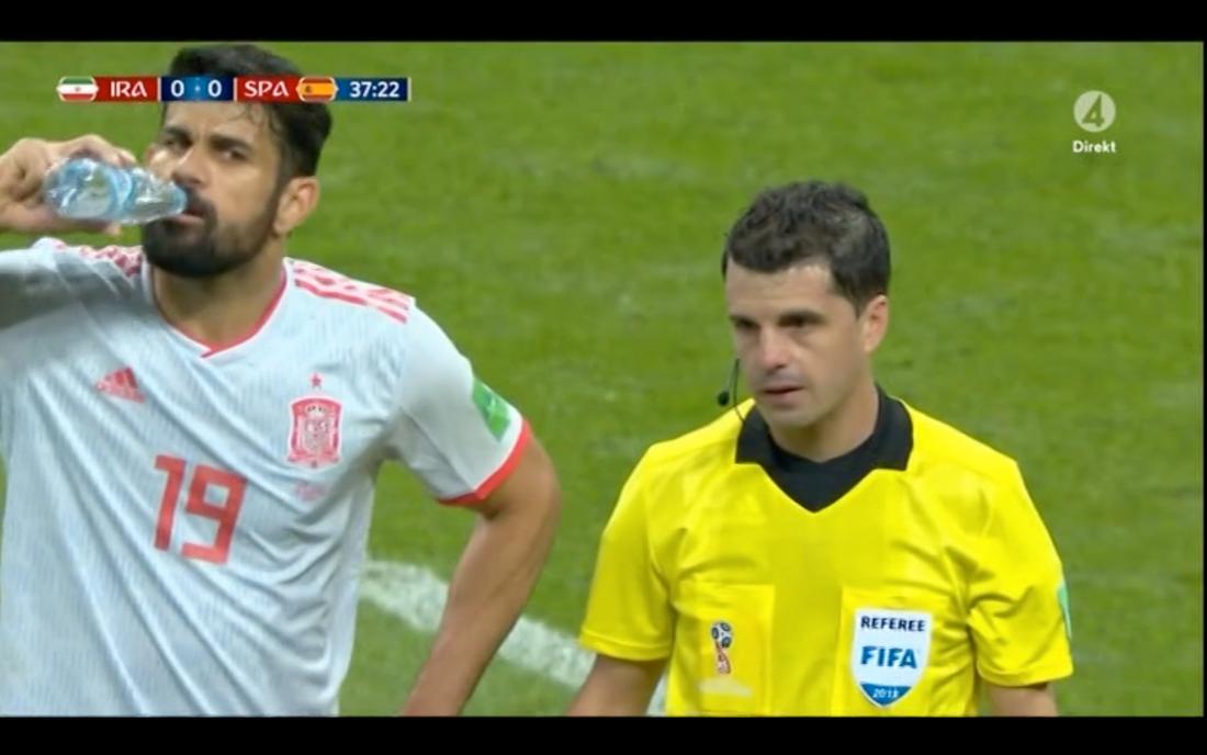 Svenska sädningen där Costa dricker vatten.
