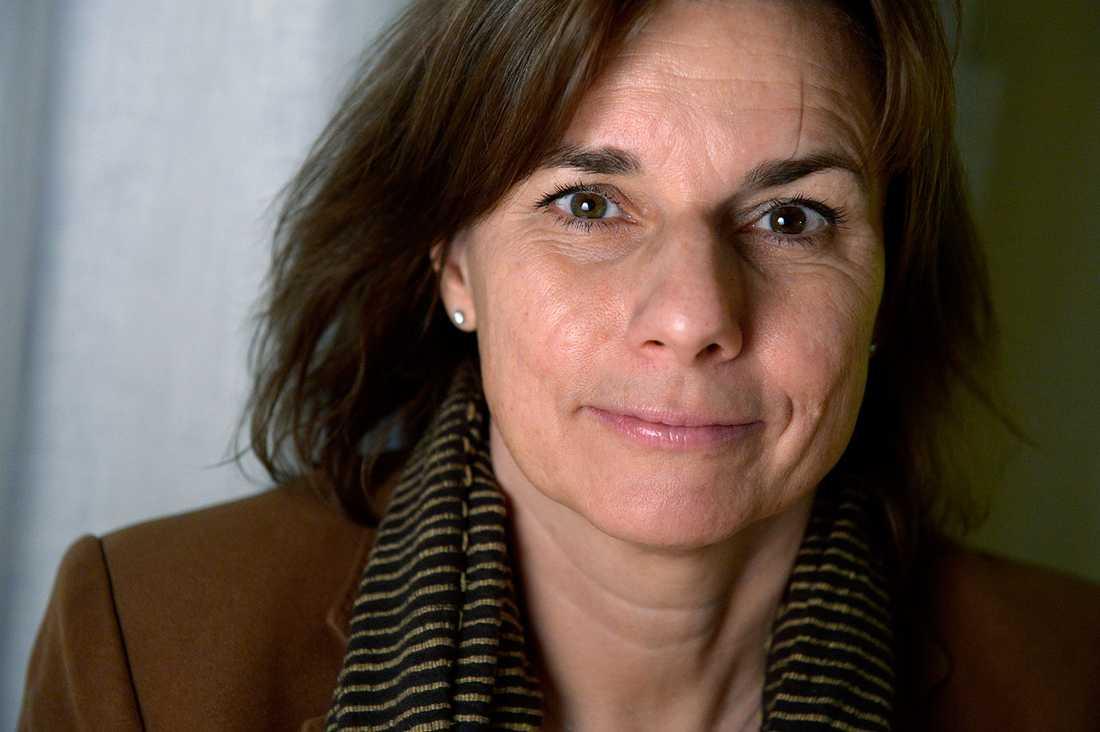 Biståndsminister Isabella Lövin är favorit att ta över som kvinnligt språkrör om Åsa Romson tvingas bort ur MP-toppen.
