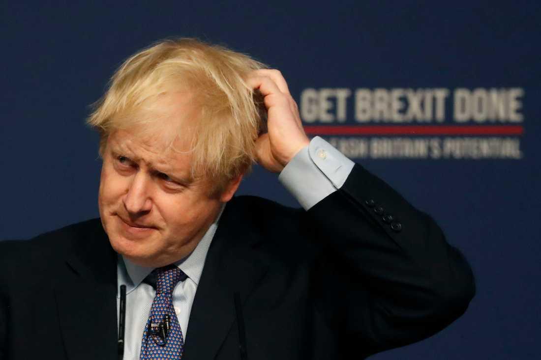 Konservativa partiets ledning över Labour har minskat, enligt två opinionsmätningar. Storbritannien går till parlamentsval den 12 december. På bilden syns den konservative premiärministern Boris Johnson.