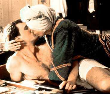 Jeff Daniels är en korrekt affärsman som lockas av en förförisk Melanie Griffith. Föga anar han att hennes före detta pojkvän (Ray Liotta) är en våldsam smågangster.