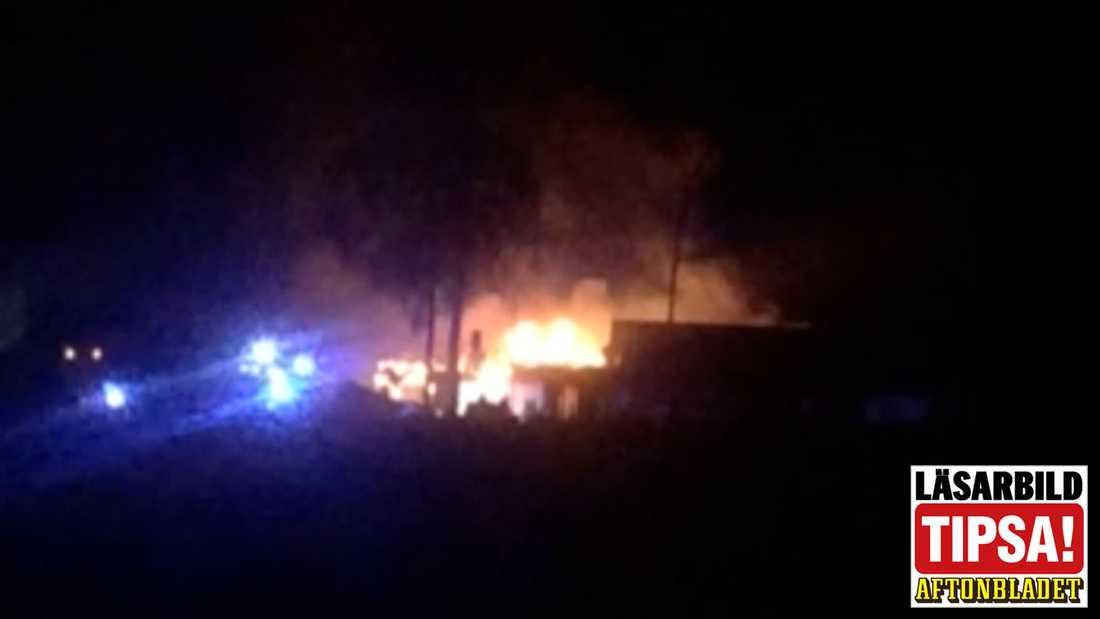 Ett asylboende i Munkedals kommun brann i natt.
