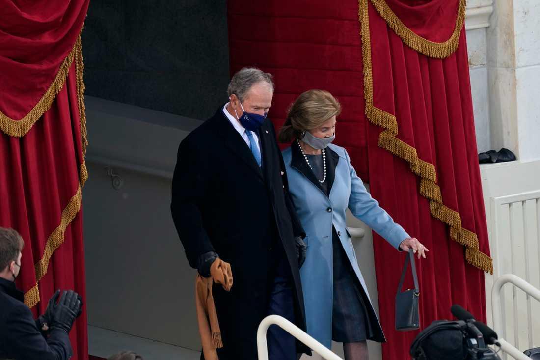 Tidigare president GeorgeW Bush med fru Laura Bush.