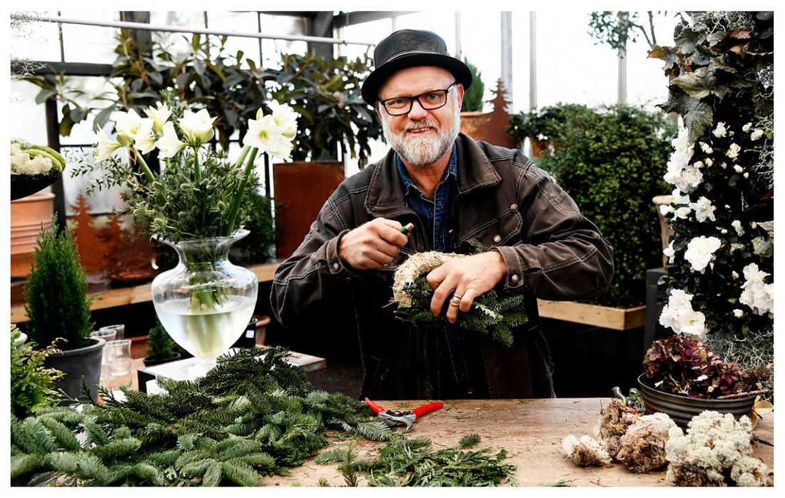 Bosse Rappne ger sina bästa tips för att binda en fin julkrans.