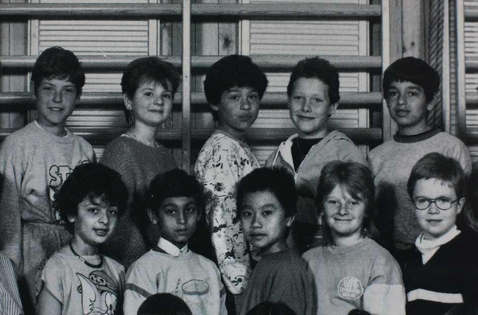 """fick gå i specialklass Formellt tillhörde de romska barnen vanliga klasser på Kryddgårdsskolan. Men Emil Drivhall (i mitten på övre raden) och de andra romerna sattes i """"zigenarklassen""""."""