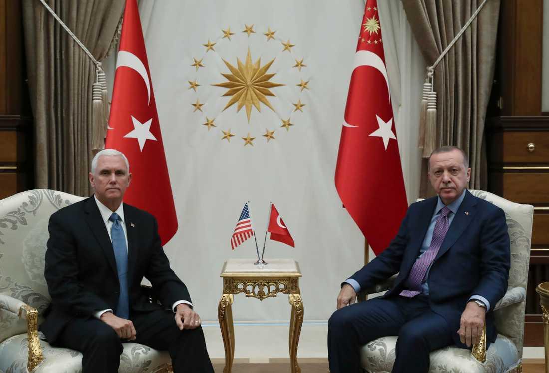 USA:s vice president Mike Pence och Turkiets president Recep Tayyip Erdogan.