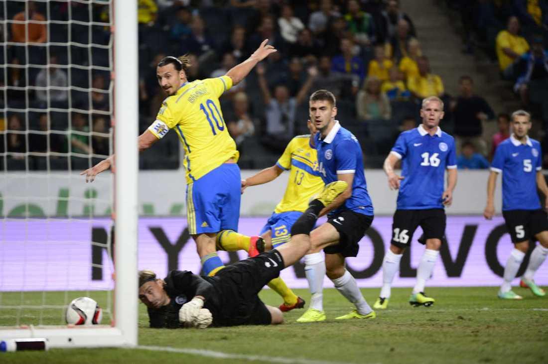 Zlatan Ibrahimovic klackar in sitt 50:e landslagsmål.