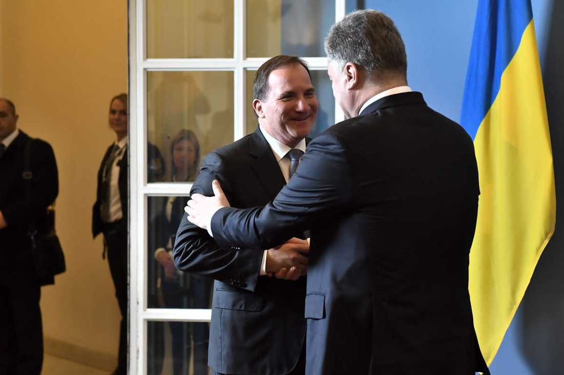 Statsminister Stefan Löfven tar emot Ukrainas president Petro Porosjenko.