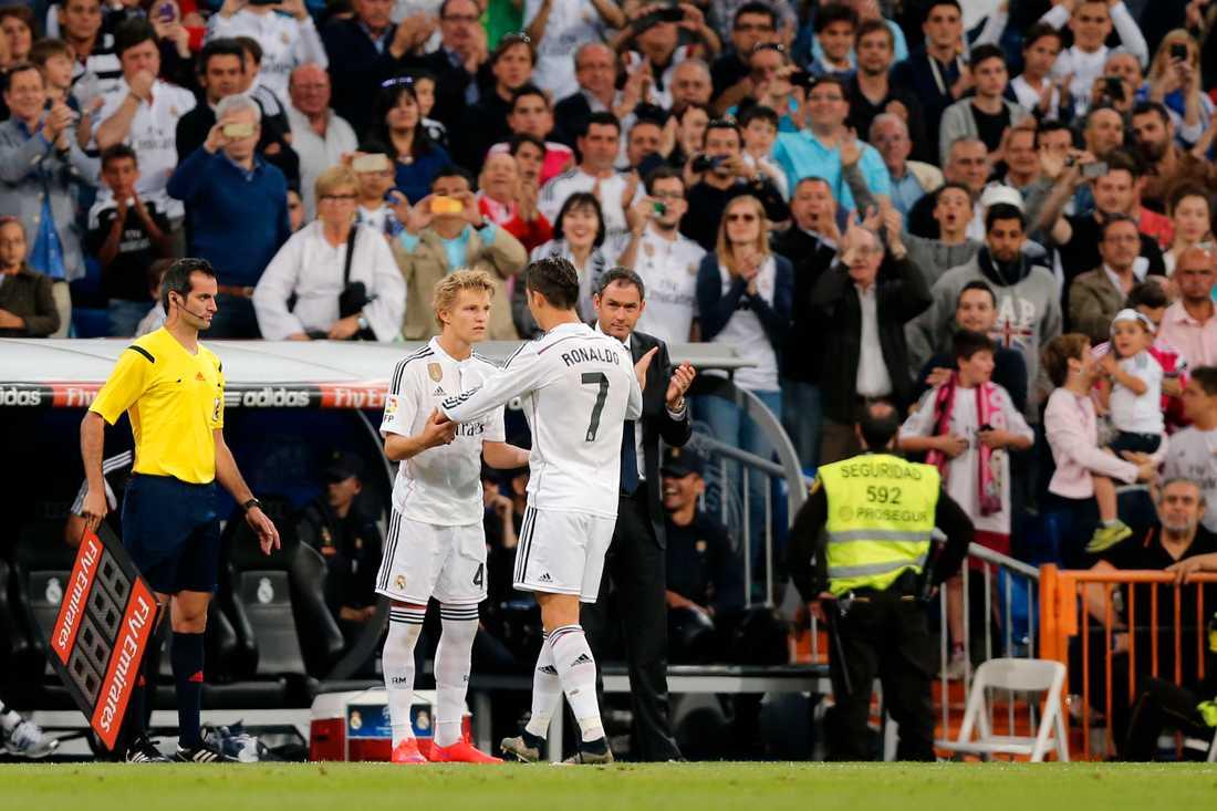 Här byts Ödegaard in i Real Madrid – mot Ronaldo (2015).